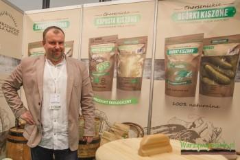 Łukasz Głąbińki prezentował oryginalny sposób podania i pakowania kwaszonej kapusty i ogórków z Charsznicy
