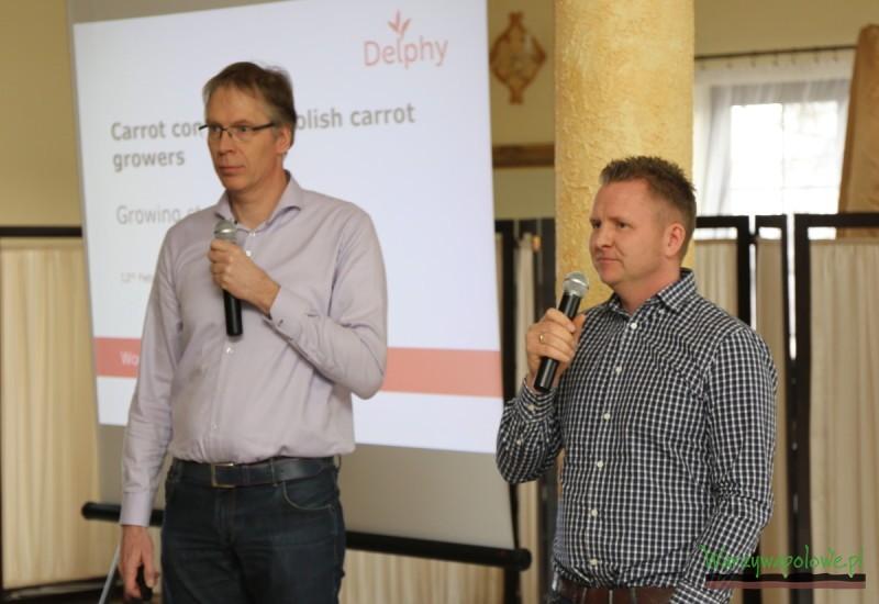 Cor Erdering (z lewej) z firmy doradczej Delphy i tłumaczący wystąpienie Karol Bończar. również z firmy Delphy